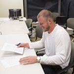 RT @Vikings: EXCLUSIVE VIDEO- .@KyleRudolph82 inks his deal: http://t.co/WdiBG2R9K4 http://t.co/yUvMCly1I1