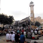 #Palestinians pray Eid Alfitir prayers at site of destroyed Farouq mosque in Alnusierat refugee camp #GazaUnderAttack http://t.co/R08bWGByVU