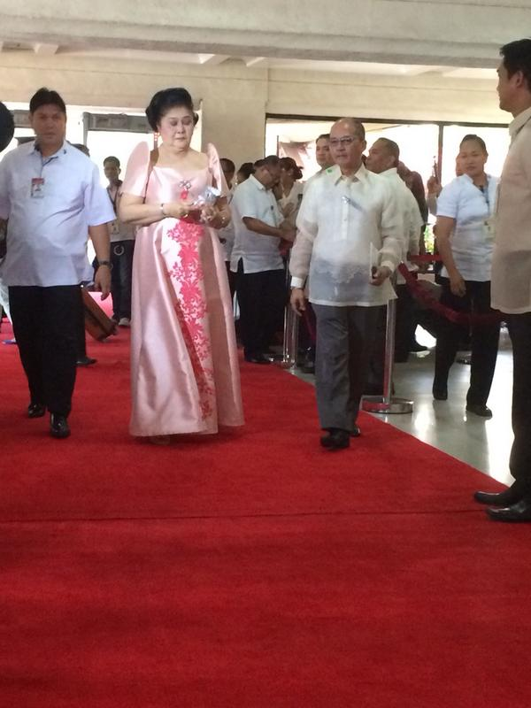 Photo: rep. & former first lady imelda marcos does not stop for ...