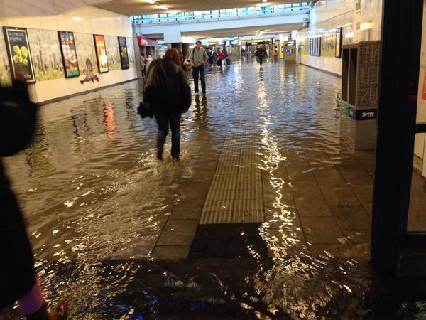 (via @tonboon) RT @wschungel: people taking off shoes to wade through the water at train station. http://t.co/FMrvn8ipna