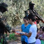 RT @iFalasteen: Kids thank Palestine defense force and give them sweets... This is Palestines new generation people.. #FreePalestine http://t.co/cBMFzn0MHw