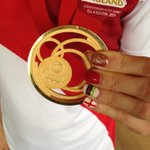 Olympic champ @JoannaRowsell adds a #Glasgow2014 medal to her collection... and shows us her fancy nails! http://t.co/kH4J2UNruP