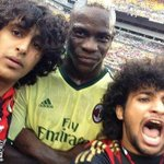 PHOTO: AC Milans Mario Balotelli poses with two pitch invaders during a friendly against Manchester City! http://t.co/ck8dSQrN9S
