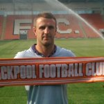 RT @BlackpoolFC: SIGNING: Peter Clarke has agreed a return to @BlackpoolFC, subject to medical. http://t.co/HxtrWbbxvZ