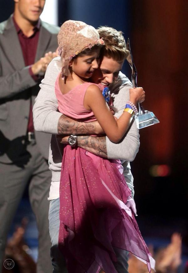 Our #MCM goes to @justinbieber. Tune in tonight to see this incredible moment with @celebritygrace at on @CW_network! http://t.co/EExagq03Rq