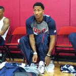 Derrick Rose laces up for the first @usabasketball practice in Las Vegas. http://t.co/jZkVgkpuhM