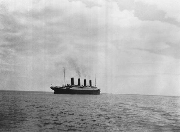 This is the last known picture of the Titanic above water http://t.co/iwnVeiOCWK