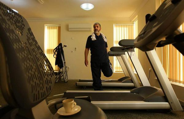 Hamas' leader Khaled Mishaal in Qatar coming out of his private gym, long distance Jihad, hard at work... http://t.co/hTf5qmtODU #Gaza