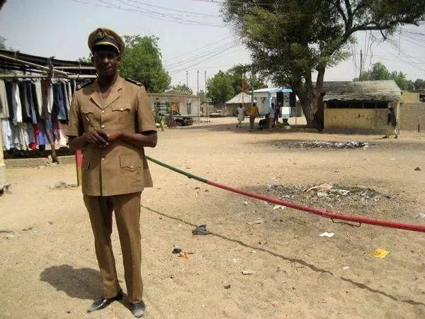 That rope allegedly separates nigeria and Cameroon somewhere in borno. Via CKN. Wahala dey
