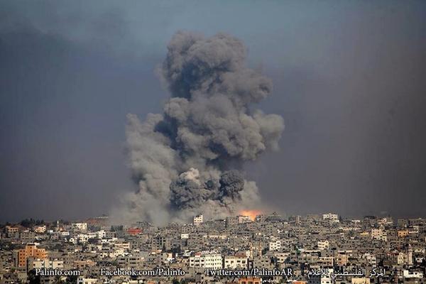 訂正【ガザ】イスラエルの戦争犯罪が続く中、火曜日はガザの唯一の火力発電所が完全破壊された。ガザの住民はこれで電力無し。 さらにガザのの東部と北部が激しく空爆されています! #GazaUnderAttack #FreePalestine http://t.co/xka11wiyU0