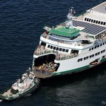 Stalled ferry towed to dock at Bainbridge (@alanberner) Story: http://t.co/VKO1m7jabr | http://t.co/AmKitOh4mr