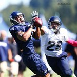 MT @jlokseattle #Seahawks WR Percy Harvin hauls in a long pass vs defense of FS Earl Thomas @ trng camp today #NFL http://t.co/KHnrKChU5Z