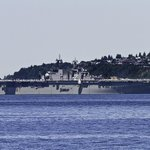 The Amphibious Assault ship USS Essex (LHD 2) has arrived into Elliott Bay for Seafairs Fleet Week. #Seattle http://t.co/DhdAnZcOq1