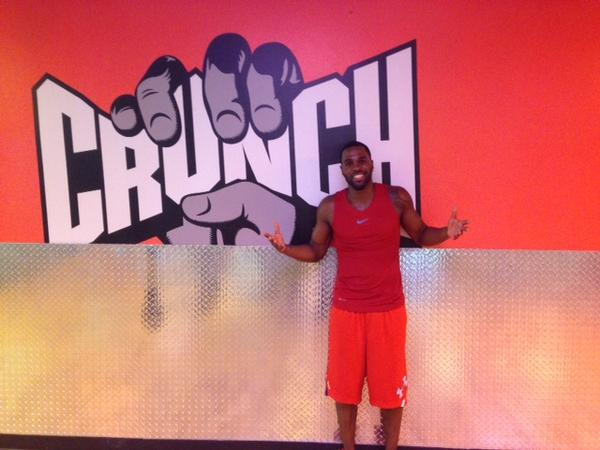 Look who wiggle, wiggle, wiggled his way on over to Crunch - Sunset for a workout! @jasonderulo #CrunchGym http://t.co/oNqdjQbEyw