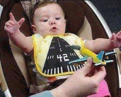 HostesBeyOğlum (@HostesBeyOglum): uçakta bebekli yolculara kötü davranıyorsunuz ya...işte o zaman sizi hiç sevmiyorum