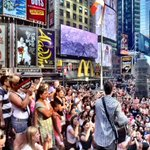 RT @iTunesMusic: Tell us about your concert in the middle of Times Square. #AskShawnMendes http://t.co/2ffmJzR5Ei