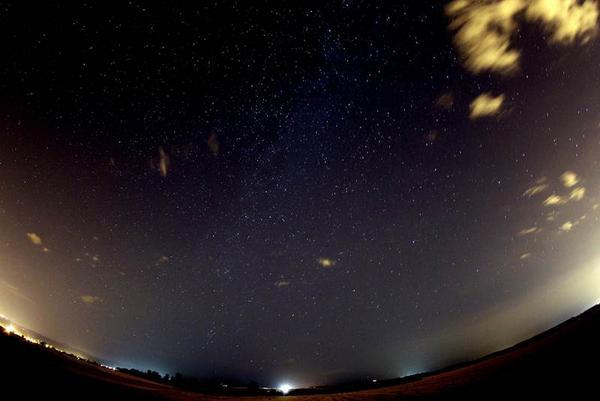 Prepárate: Esta noche se observará una doble lluvia de estrellas http://t.co/vSnd5YN2ij Foto Archivo http://t.co/Hk7qzFLaqm