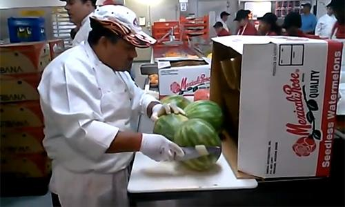 Do you think you know how to peel a watermelon... think again! http://t.co/XbnfnZHzHZ http://t.co/rJi2XFxYui