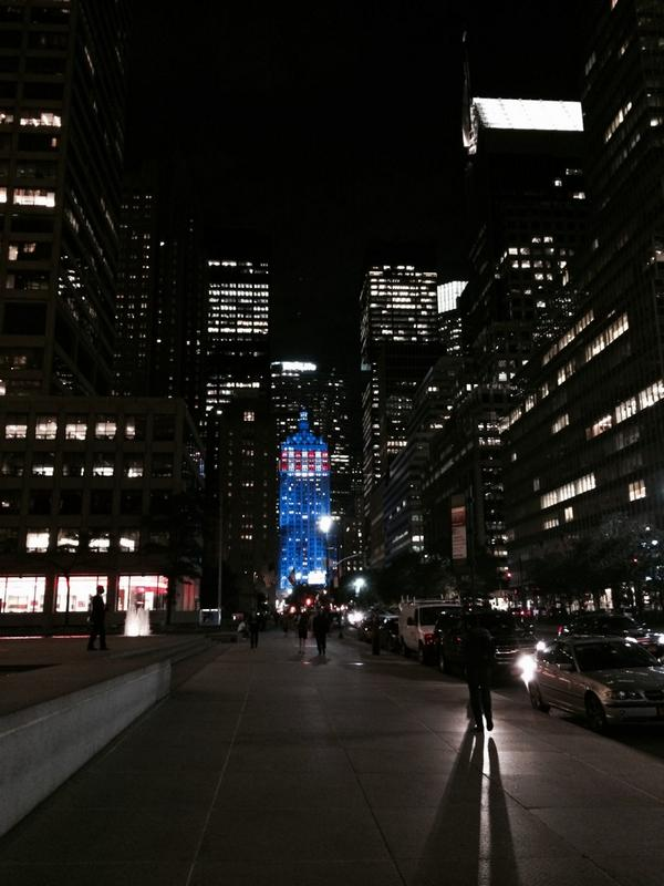 A beautiful night in NYC. Walking home I saw this. This is why I love this city! http://t.co/npF1UWA3vy