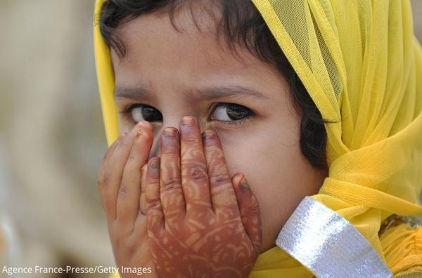 A child offers prayers during Eid al-Fitr in India and more photos from Asia today. http://t.co/PByyKZQuEa http://t.co/pFqFfyfxZ9