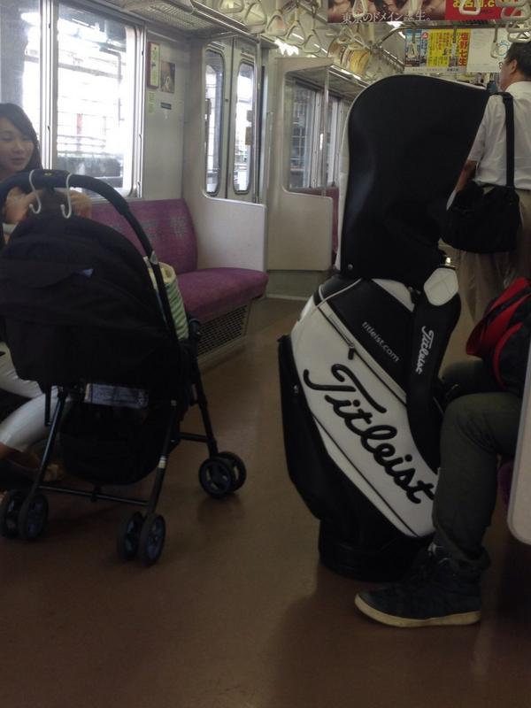 電車でマナーの悪すぎるベビーカーとゴルファーが目撃される。この場合どちらを注意すべきか?