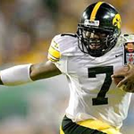 In 2002 Brad Banks became the 2nd Hawkeye to win the @daveyobrien Award. @HawkeyeFootball @bigtenconf http://t.co/qPRF76Nrds