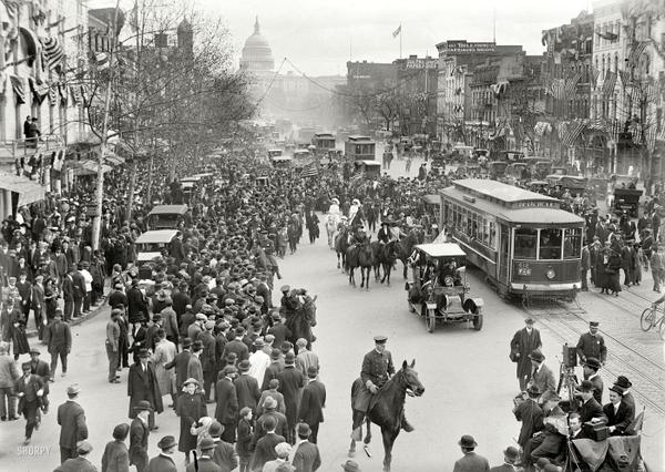 Happy Birthday to Henry @Ford, born 151yrs ago today! Here's a shot of #DC from 1913. Can you find any Model Ts? http://t.co/q2FKYarOzb