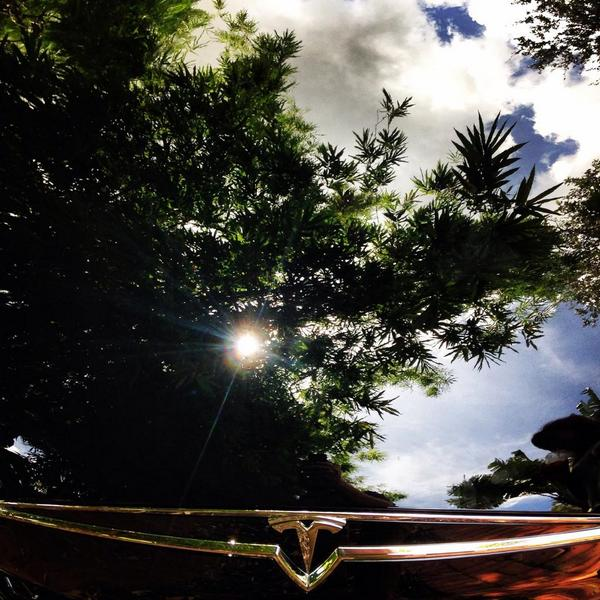 Reflections (literally) of @TeslaMotors Model S in the #SouthFlorida sun, http://pic.twitter.com/rVhhP0vYxu http://on.fb.me/1zvDU9o