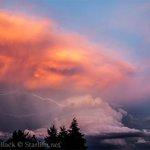 RT @KATUNews: Photos: Majestic thunderstorm lights up skies over Mt. Hood http://t.co/GosnouCRcB #LiveonK2 http://t.co/ryEoZ9MUBH