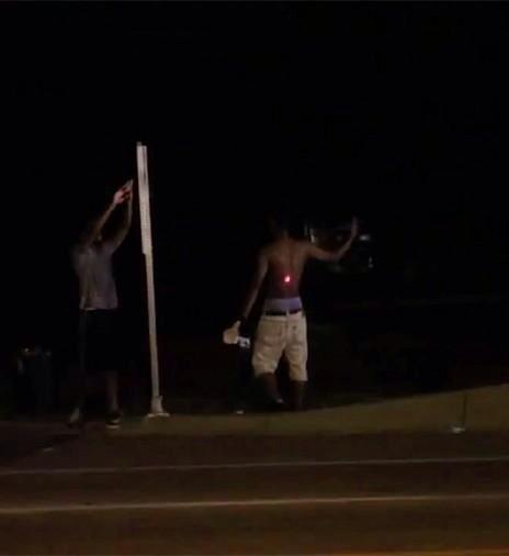 Young man gives cops the finger immediately laser-targeted with an AR-15 assault rifle in #Ferguson v @DirectActivism http://t.co/FmvnAjTshT