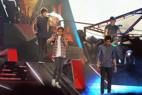 Boys on stage last night http://t.co/CzbwNIWnh5