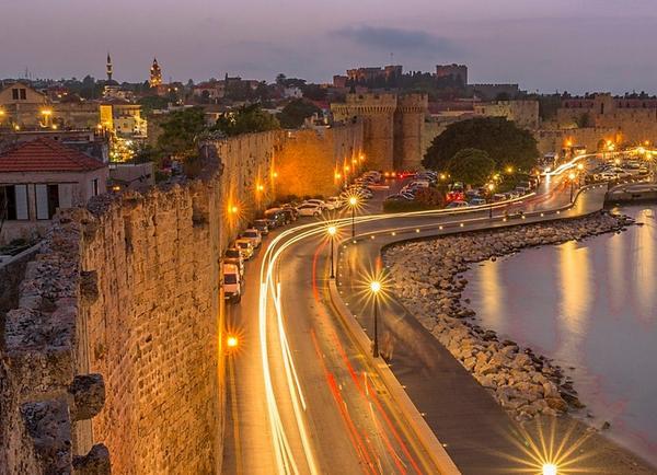 Old town of Rhodes #Greece Καλημέρα..! http://t.co/XNDtyct8e1  RT @mimmamax @CulturadelMundo @ngc2363 @_Hyperion4 *incredible
