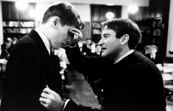 "#DailyFilmPhoto: ""Oh captain, my captain!"" Ethan Hawke & Robin Williams in DEAD POETS SOCIETY. #RIPRobinWilliams http://t.co/6F9qFAXezb"