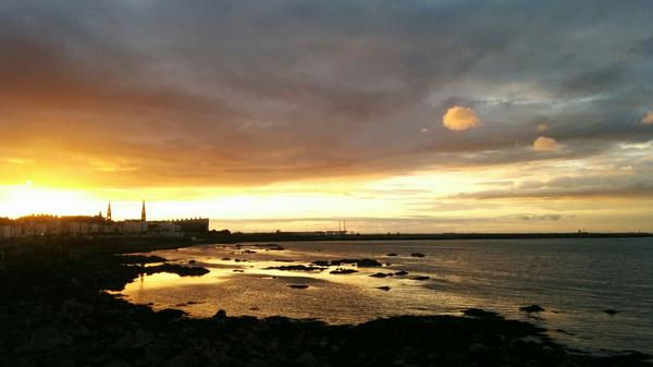 Spectacular sunset looking back at Dun Laoghaire this evening. http://t.co/ngk5Ane5DA