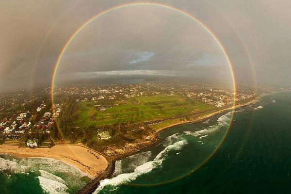 In very rare circumstances it is possible to see a full 360 degree rainbow from an airplane. http://t.co/wzc9JrJh7v