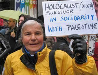 Holocaust survivor in solidarity with Palestine. Love this! #FreeGaza #ShameOnIsrael http://t.co/WSkaCSMGZk