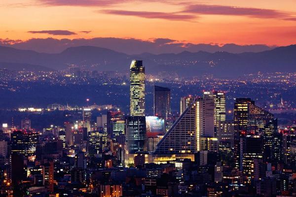 Hoy cumple la Ciudad de México 493 años ! Amo vivir aquí ! #Feliz493CDMX http://t.co/CQaAfH1LRP