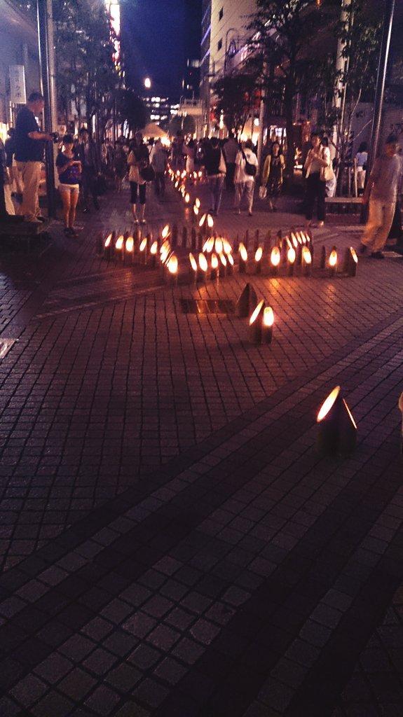 一番町四丁目商店街は竹灯りが始まりました。きれい!浴衣の人もいたり、何気にみんな楽しみにしていますよね毎年。 http://t.co/rBFtCvIQSE