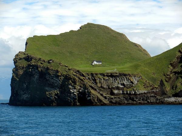 Au large des côtes islandaises se trouve une mystérieuse cabane, seule et loin de tout v... http://t.co/iyMMbr8lOw http://t.co/uVPEv9UTtm