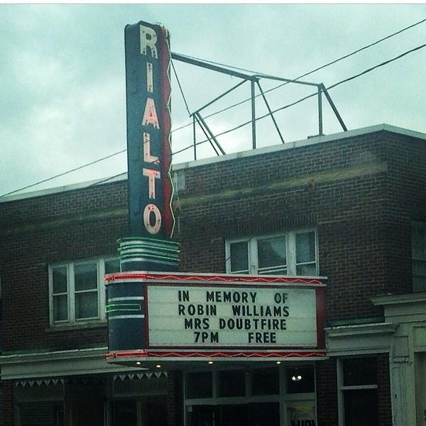 Props to our sister Rialto in Lancaster, NH for paying homage to #RobinWilliams & wearing their heart on the marquee. http://t.co/uo43yB4ZFA