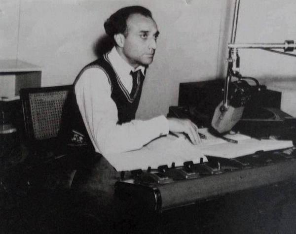 History Made:   Radio #Pakistan announcer Mustafa Ali, announcing the creation of #Pakistan at 12am on 14th Aug1947 http://t.co/Vj8Ves5RRp