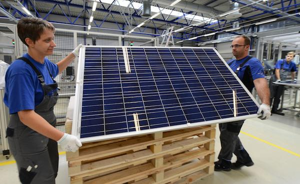 The Germans are winning!! 50% of Germany is now solar powered, compared to only 0.2% of the US http://t.co/5o3ezzSphW http://t.co/uFzQ5hrrFo