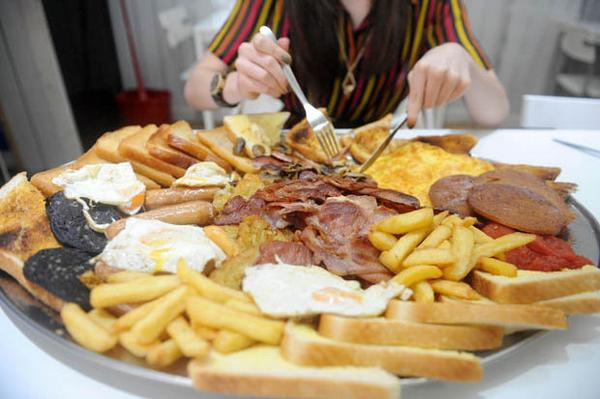 England's biggest breakfast (allegedly) 9,000 calories.. get it in Rochdale for £18.50 http://t.co/x0QW2A5gBp
