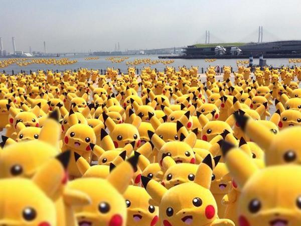 横浜へ遊びに行ったら赤レンガ倉庫がピカチュウで埋め尽くされてて、この世の終わりを悟った。 http://t.co/XESTGnH1ea