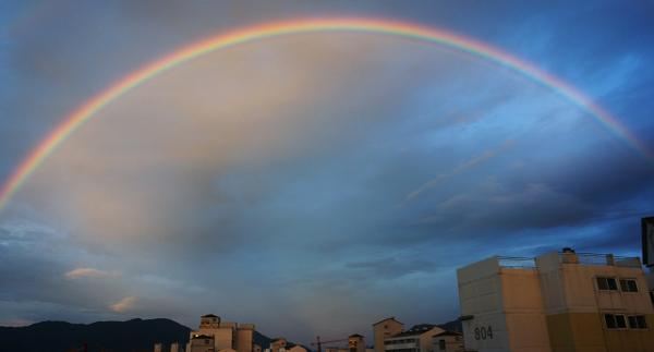 There was double rainbow in the sunset and, thx God, I didn`t missed to catch this prominent colorful arc of it. http://t.co/1Sg2kXdwoG