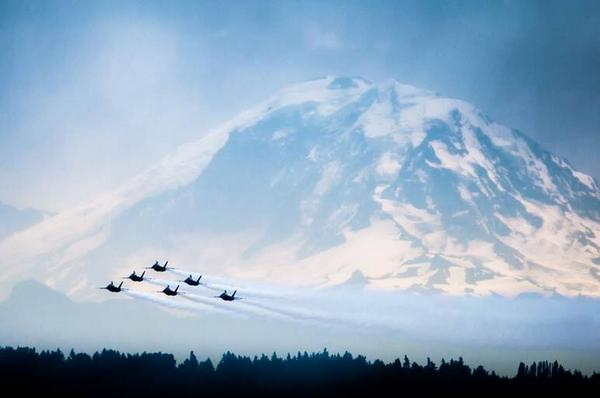 Great pic from viewer Geoffrey Higham! Gotta love it when the @BlueAngels are in town! #liveonkomo http://t.co/mjIKdRhVs5