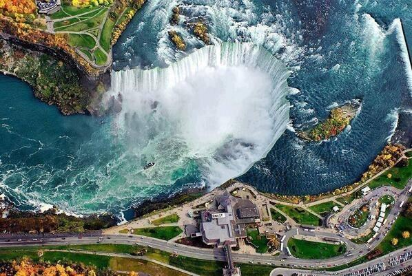 Absolutely beautiful photo of Niagara Falls from above. http://t.co/fpaRGrDlte
