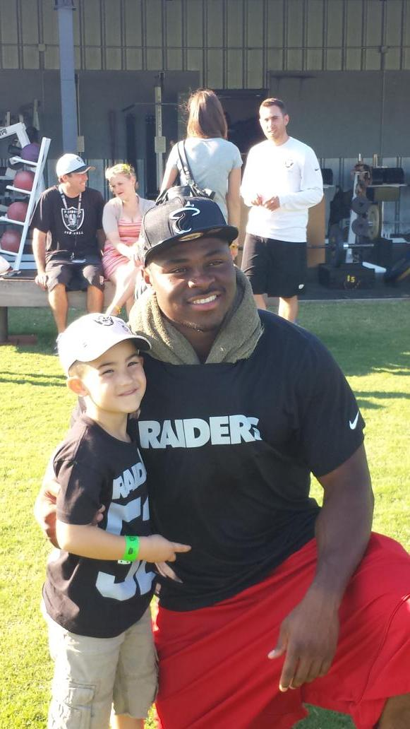 Priceless moment....A moment a 5 yr old will never forget.   Thanx @52MACK_ http://t.co/H7nnfLj7GD