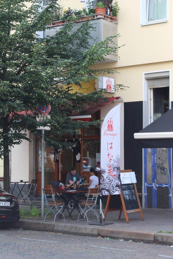 ベルリンに新しくできたお好み焼き屋(?)、でも店名が「はな毛」…。 http://t.co/FfM3JwjkBQ