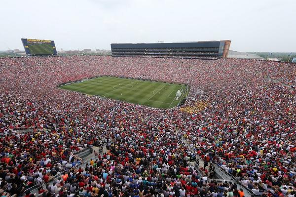 Sensational photo. 109,318 people at Michigan Stadium for ManU v Madrid - biggest ever football crowd in America. http://t.co/hJHj3hezTd